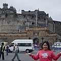 在我背後的就是愛丁堡城堡啦