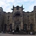 英國的城堡看起都差不多,黑黑的