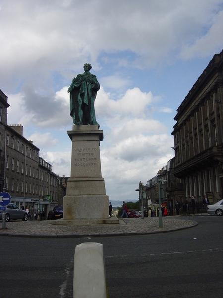 路口的雕像