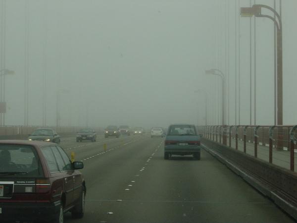 大霧中的金門大橋