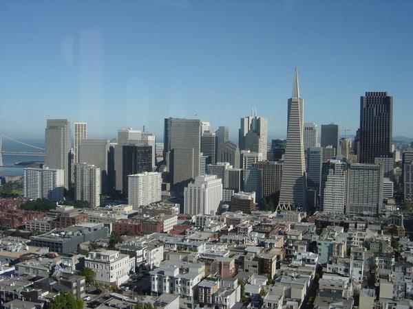 這ㄧ面是金融區和環美大廈