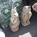 是彼得兔的雕像耶