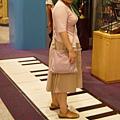 地板式鋼琴