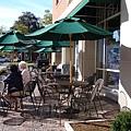 圖書館外的露天咖啡館