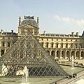 羅浮宮的廣場