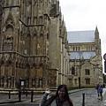 英國教堂的特色就是黑黑灰灰的