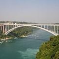 過了橋就是加拿大囉
