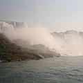 瀑布從下面看更是壯觀呢