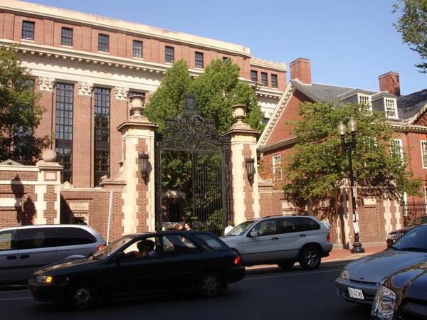 沒有大門的哈佛大學