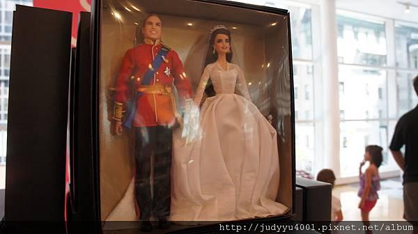 居然有出威廉及凱特的芭比耶