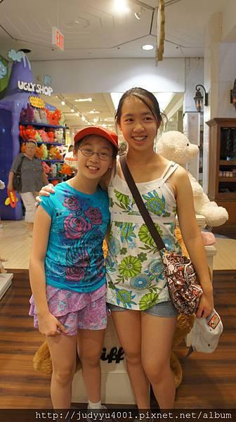 終於見到兩位可愛的小妹妹啦!