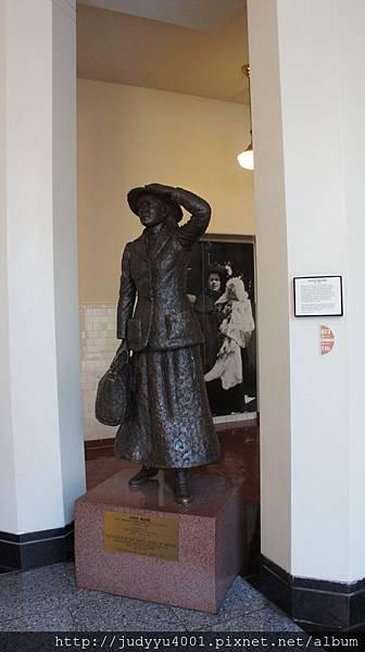 從這些雕像中真的可以發現美國是一個移民國家無誤 XD
