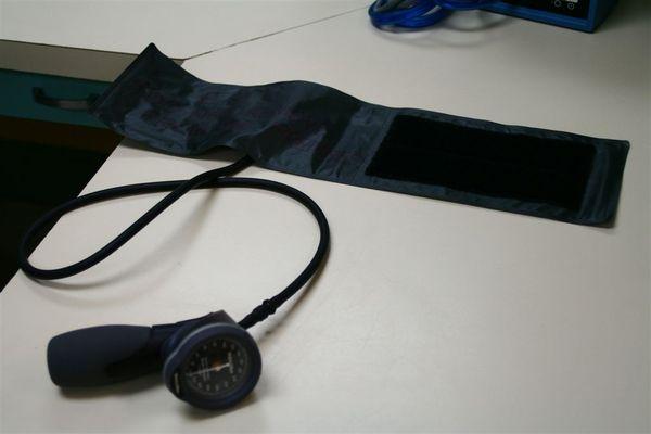 巧鳳要我拍回來給眾護理人員看的: 血壓計