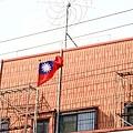 國旗飄揚,大使館在三樓