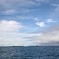 白雲與烏雲相抗衡
