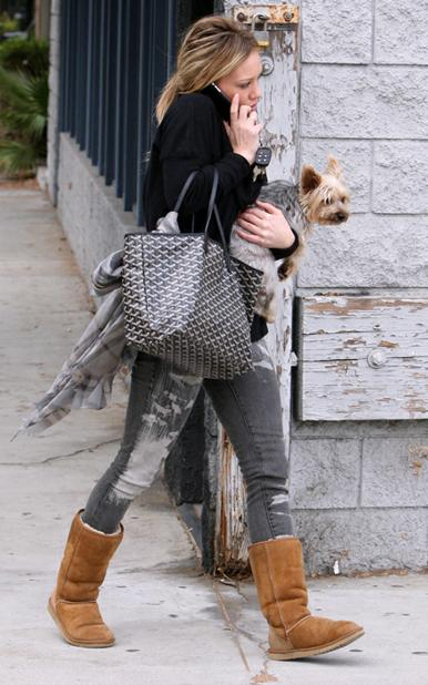 hilary-duff-and-her-goyard-st-louis-tote1.jpg
