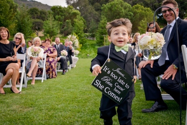 cutest-page-boy-signs-funny-wedding-photo-cute-mrs2be-600x400.jpg