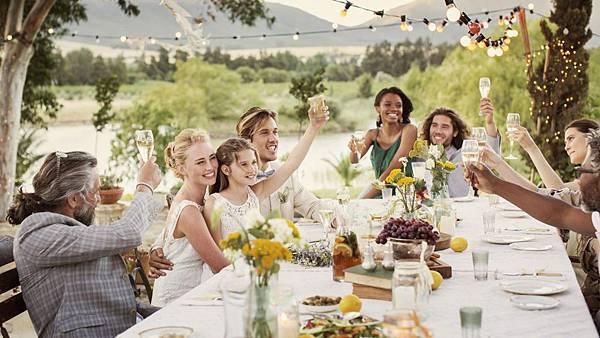 gives-wedding-toasts_725523c5ad1bd370_M251lihpSUGFPNmof-encQ.jpg