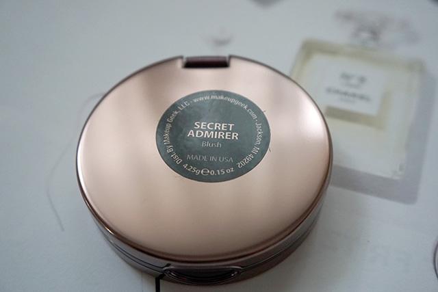Makeup Geek Blush Compact 腮紅 Secret Admirer 05.JPG