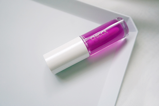 CHICCA 紫色唇油 06.JPG