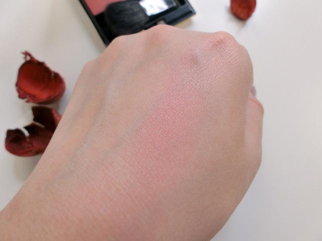 SUQQU 腮紅 極美的春堇#06 19.JPG