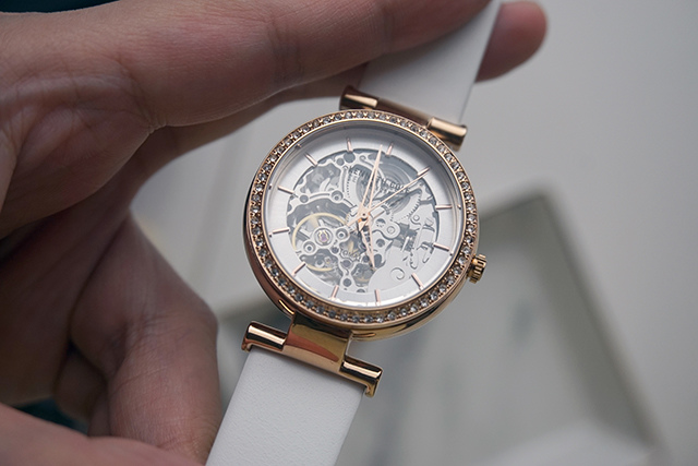 Kenneth Cole手錶  黑色白色男女對錶 11.JPG
