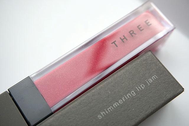 THREE魅光唇果蜜15 SHIMMERING LIP JAM05-1.JPG