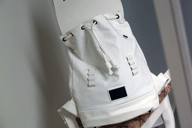 Gaston Luga白色後背包穿搭分享09.JPG