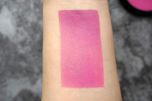 NYX漸層腮紅雙色腮紅08 紫色偏光打亮lavender steel 07.JPG