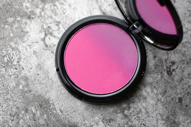 NYX漸層腮紅雙色腮紅08 紫色偏光打亮lavender steel 05.JPG