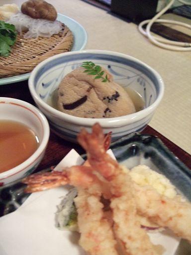 天茶漬套餐所付的配菜,碗裡是俗稱飛龍頭的東東