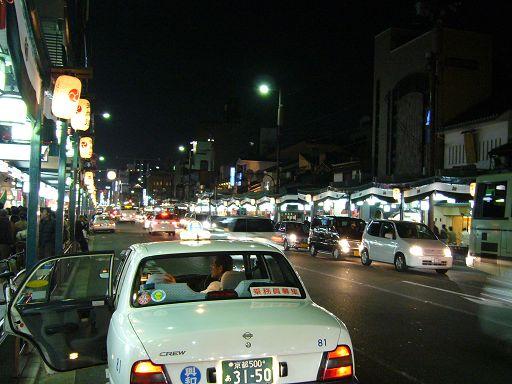 燈火通明的祇園商店圈