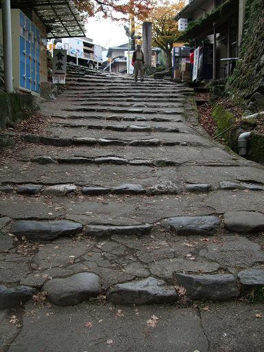 高雄山城向下石階