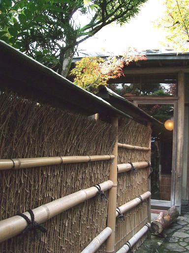 入口處竹籬