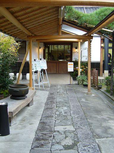 石板鋪成的走廊盡頭,就是用餐的地方(Tokichi Cafe)