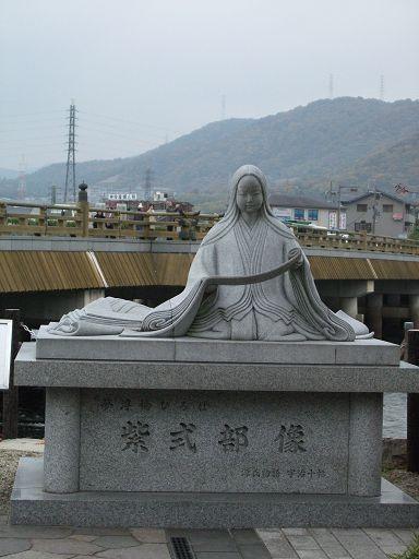 紫式部雕像(《源氏物語》的作者)