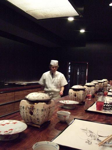 廚師在我們眼前專注的工作著,雖然忙碌,但卻是有條不紊