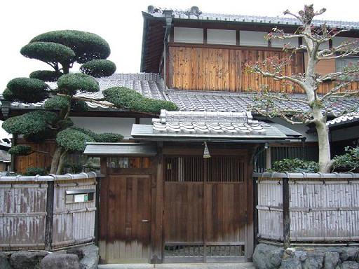 小路旁的日氏民宅,我也很想住在裡頭啊......*(oo)*