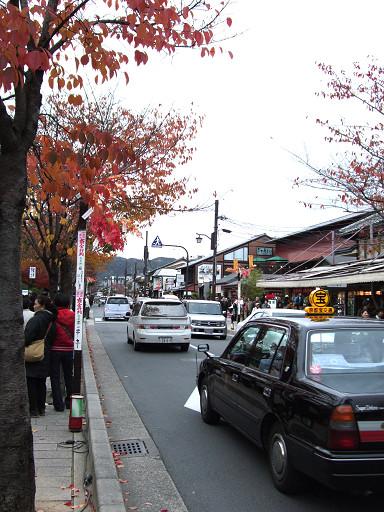 嵐山街上人車洶湧