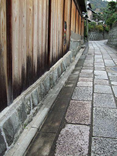古意盎然、悠悠無盡的牆所構築出的迷宮世界