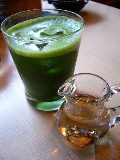 冰綠茶也比想像中好喝,盡管被我蜜糖加得甜滋滋的,還是不減茶香