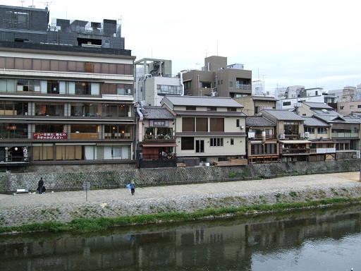 鴨川旁的先斗町店家(這是背面)