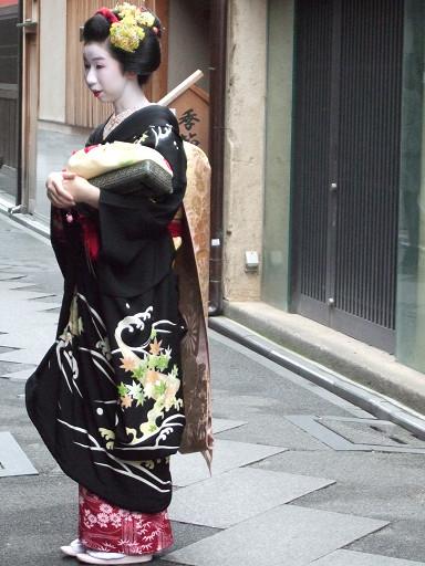 號稱「京都移動式的美景」,裝扮十分華麗