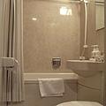 我們房間裡附的浴室(小歸小,但是很乾淨就阿彌陀佛了^O^)
