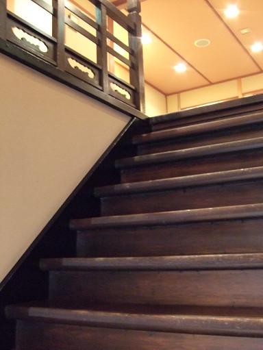 很有歷史感的木梯,踩上去還怕它會不會嘎滋嘎滋響的