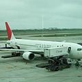 這次到京都,我們搭的是日本航空早去晚回的飛機。
