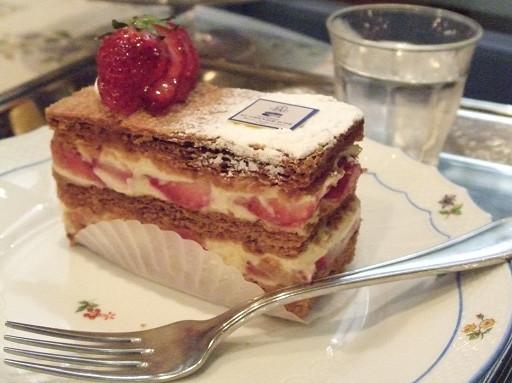 新鮮的草莓、酥脆的派皮,和香甜的內餡超合拍!