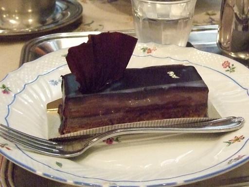 非常適合大人口味的巧克力蛋糕,和咖啡簡直是絕配。