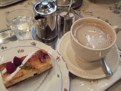 覆盆子派和咖啡。