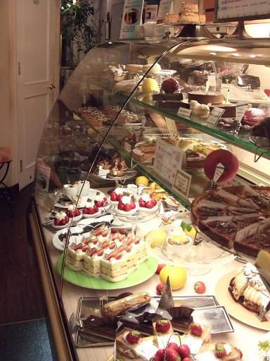 散發著點點星芒的甜點櫃